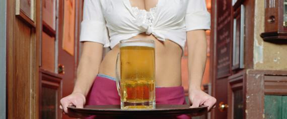 Des jupes trop courtes pour les serveuses dans les restaurants et les bars?