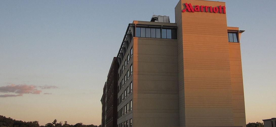 Au lieu d'augmenter les salaires des femmes de chambre, les hôtels Marriott demandent aux clients de laisser des pourboires