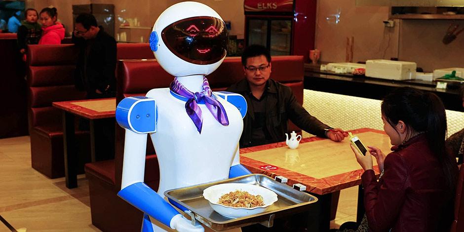Un restaurant licencie ses robot-serveurs pour maladresse