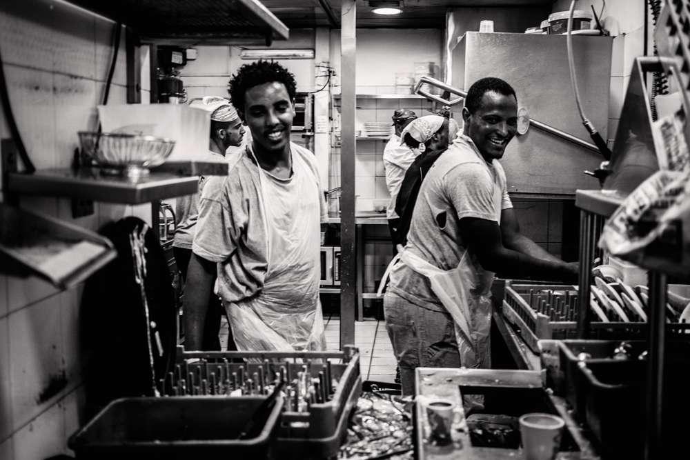"""Hôtellerie: face à la pénurie de salariés, les professionnels veulent recruter du """"migrant"""""""