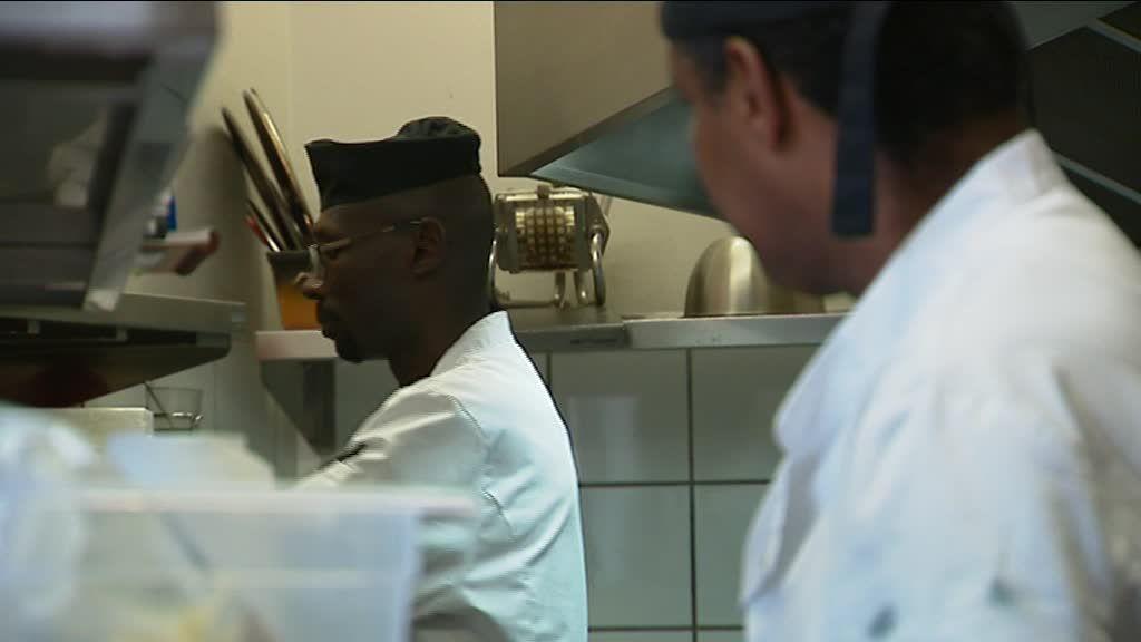 Côte-d'Or : face à une pénurie de main d'œuvre, des restaurateurs embauchent des réfugiés
