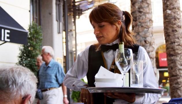 Les pour et les contre du job de serveur / serveuse