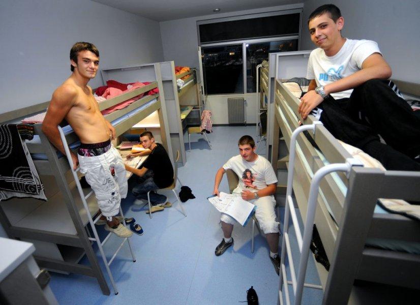 Les Héros de l'inTernat #06 - De l'autre côté du couloir