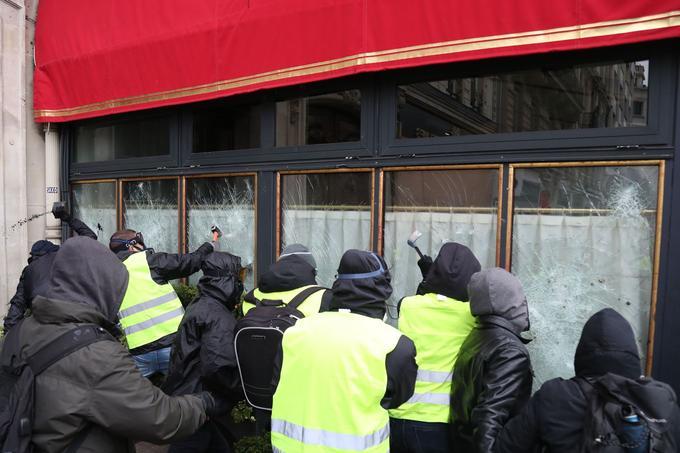 Facturedes gilets jaunes :850 millions de pertes pour les hôtels restaurants cafés